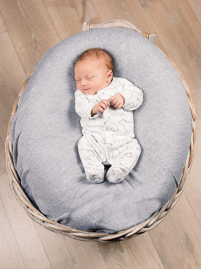 MG 4458 Bearbeitet 768x1024 - Babybesuch im Studio